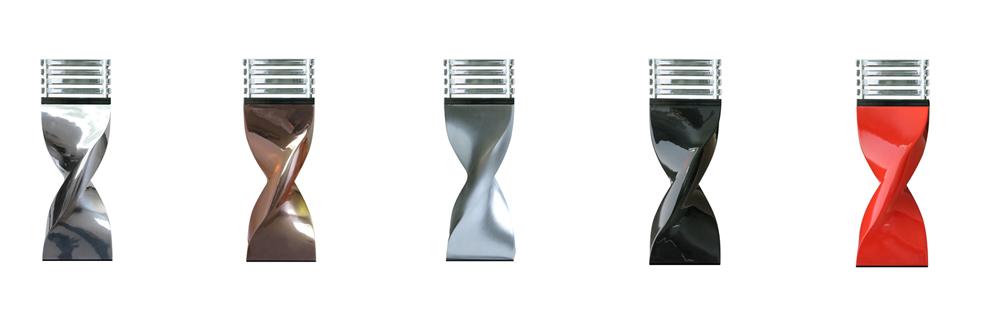 Lampe à poser Small : Fabrication en alliage d'aluminium moulé poli ou peint et version résine moulée – diffuseur en altuglas clair ou satin pour lampe Led (fournie) 220240V – classe 2 – version abat jour Max 15W. H : 420/520 mm.