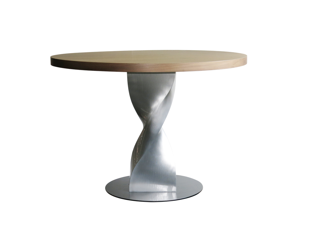 Table : Table leg realized in cast aluminium paint or polished – cast resin version – table top in wood veneer 1000mm H : 720mm.
