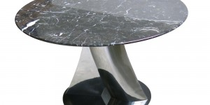 Coffee Table Jog : Table leg realized in cast aluminium paint or polished – table top in wood veneer